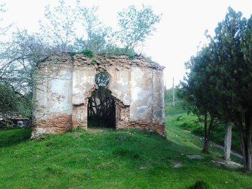 Ruinele bisericii româneşti
