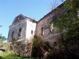 Una din faţadele castelului