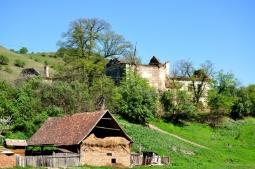 Ruinele unui castel...fosta reşedinţă a lui Mihai Viteazul