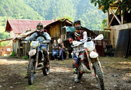 Rideri si spectatori la Romaniacs Red Bull 2014. Valea Lotrului