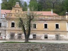Viitoarea casă de cultură din oraş, aflată în reabilitare, clădire de patrimoniu istoric