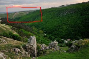 Curgere noroioasa pe versantul drept al Vaii Racilor, in Cheile Turenilor