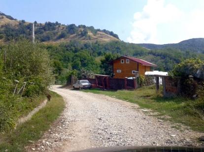Drumul care duce în sat, porțiunea neasfaltată