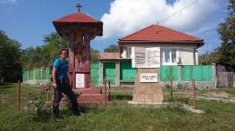 Micul ansamblu, dedicat eroilor de război din Glogovet și memoriei, poetului iluminist, Vasile Aaron