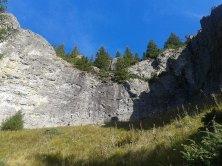 Perete stâncos, alcătuit din roci vulcanice
