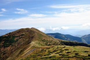 Vârful Bran, vârful sud-estic al tripletei înalte a Ţibleşului, situat în partea dreaptă a Vârfului Ţibleş. Are o altitudine de 1838 m pe hărțile vechi, dar noile măsurători, îl indică având altitudinea de 1853 m. În consecință, ar fi cel mai înalt vârf al masivului