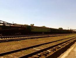 Un păienjeniș de linii de cale ferată, unde un număr imens, de vagoane vechi, din perioada sovietică, ce nu mai sunt utilizate, întâmpină călătorul, când iasă sau intră, în perimetrul gării feroviare Tighina II