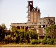 Foste unități industriale, din perioada sovietică, dezafectate, aflate în zona periferică a orașului Tighina