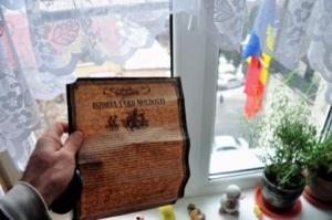 """Manifest întâlnit pe fiecare masă din Restaurantul """"La Plăcinte"""", din Chișinău. Statalitatea Republicii Moldova, este puternic susținută, iar idei ca: poporul moldovean, distinct de cel românesc sunt pretutindeni expuse aici"""