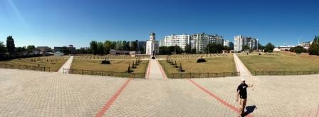 Ansamblul memorial, ridicat în locul cimitirului Dragalina
