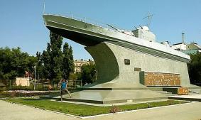 Monument dedicat glorioasei armate sovietice, eliberatoare a patriei în cel de-al doilea război mondial