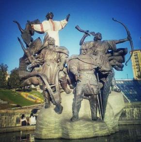 Monumentul dedicat fondatorilor Kievului: frații Kii, Șcek și Horiv, împreună cu sora lor Libid, în ie națională