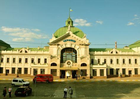 Finalizată în anul 1907, clădirea gării din Cernăuți este unul din reperele arhitecturale ale orașului