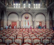 Sala Sinodală este cea mai mare sală a palatului, locul în care, la 1918, s-a votat Unirea Bucovinei cu patria mamă, România.