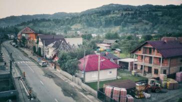 Dezvoltată la poalele Farcaului, drenată de apele pârâului cu același nume, comuna Repedea avea conform recensământului din 2011, o populație de aproximativ 4700 de suflete. Din aceștia, majoritari sunt etnicii ucraineni(aproape 95%)