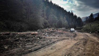 Orice incursiune pe o vale montană, prevăzută cu un drum forestier, trebuie făcută cu grijă. Nici Valea Socălaului nu se dezice de la acest aspect, chiar dacă la început, pe câțiva km, aveam impresia că totul va fi bine, calitatea drumului fiind una excelentă. Ulterior, realitatea a fost alta, dar totul a decurs fără probleme