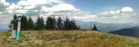 Pereche de borne româno-ucrainene, amplasate în jurul altitudinii de 1500 m, pe fâșia de pe frontieră ce separă în prezent cele două țări