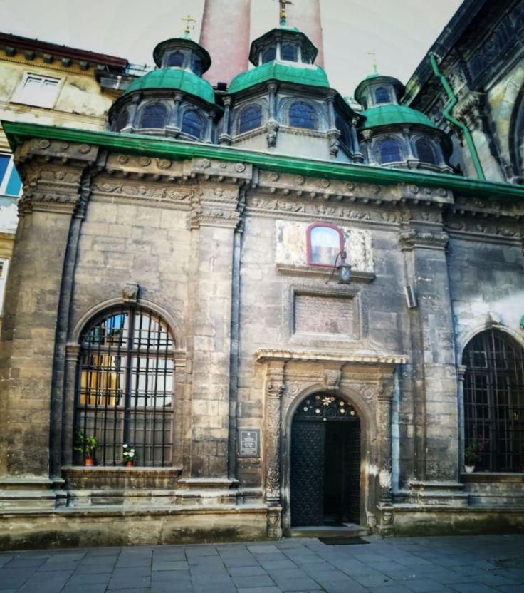 Capela celor Trei Sfinți, clădire anexă a bisericii