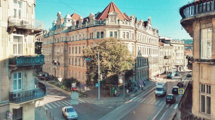 Arhitectură urbană surprinsă din balconul hostel-ului unde am locuit.