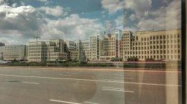 Clădirea impresionantă a guvernului Republicii Belarus, construită fidel criteriilor arhitectonice comuniste